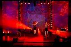 Grupp av kvinnafiolspelare som gör musik på modeshowen modeshow i Slovakien, Ruzomberok, datum 10th September Royaltyfri Fotografi