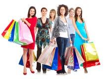 Grupp av kvinnor med shoppingpåsar. royaltyfri fotografi