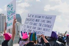 Grupp av kvinnor som protesterar i 2018 Impeachmentmars Royaltyfri Foto