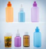 Grupp av laboratoriumflaskor royaltyfria bilder