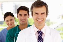 Grupp av le sjukhusdoktorer Royaltyfri Bild
