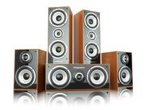 Grupp av ljudsignala högtalare Högtalare på vit Arkivfoto