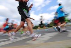 Grupp av löpare, emotionell suddig bild Arkivfoto