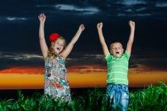 Grupp av lyckliga barn Royaltyfri Bild