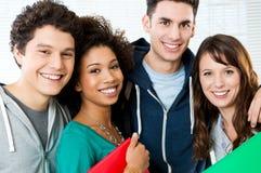 Grupp av lyckliga deltagare Arkivfoto