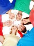 Grupp av lyckliga tonåringar i julhattar Fotografering för Bildbyråer