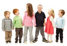 Grupp av lyckliga ungar som rymmer händer Royaltyfri Fotografi