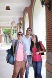 Grupp av lyckliga vänner som tar selfie Arkivfoto
