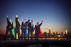 Grupp av lyftta Superheroaffärsmanarmar Arkivbild