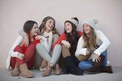 Grupp av moderiktig lycklig tonår Fotografering för Bildbyråer
