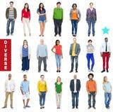 Grupp av multietniskt olikt färgrikt folk arkivbilder