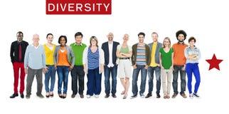 Grupp av multietniskt olikt färgrikt folk arkivfoton