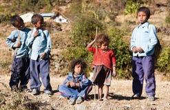 Grupp av nepalese barn i västra Nepal Arkivbild