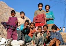 Grupp av nepalese barn nära den Kolti byn, Nepal Royaltyfri Bild