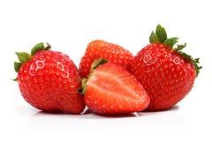 Grupp av nya jordgubbar som isoleras på vit Arkivbild