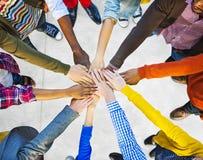 Grupp av olik multietnisk folkteamwork