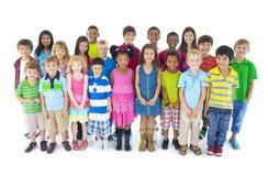 Grupp av olika gulliga barn Arkivfoto