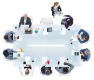 Grupp av olikt affärsfolk i ett möte Fotografering för Bildbyråer