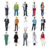 Grupp av olikt multietniskt folk med olika jobb arkivfoto