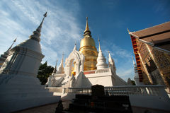 Grupp av pagoden av den Wat Suan Dok templet i Chiang Mai Fotografering för Bildbyråer
