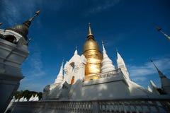 Grupp av pagoden av den Wat Suan Dok templet i Thailand Royaltyfri Bild