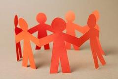 Grupp av pappers- chain folk Royaltyfri Foto