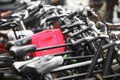 Grupp av parkerade cyklar Royaltyfri Foto