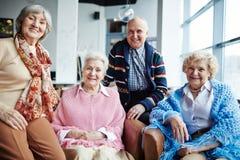 Grupp av pensionärer arkivbild