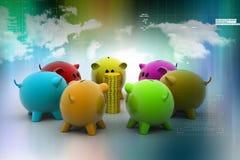 Grupp av piggybanks omkring med guld- mynt Royaltyfri Bild