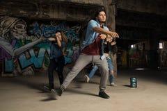 Grupp av stads- utföra för dansare Fotografering för Bildbyråer