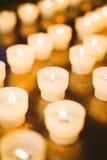 Grupp av stearinljus i kyrka stearinljus lampa Royaltyfri Foto