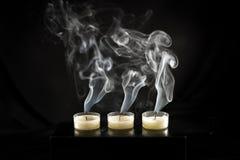 Grupp av stearinljus och stearinljusrök Royaltyfria Foton