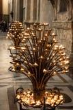 Grupp av stearinljuset inom av Florence Duomo på Florence Royaltyfri Bild