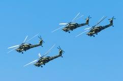 Grupp av stridhelikoptrar Berkuty Ryssland St Petersburg, Juni 2017 Fotografering för Bildbyråer