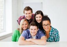 Grupp av studenter på skolan Arkivbilder