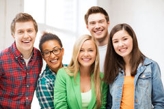 Grupp av studenter på skolan royaltyfria foton