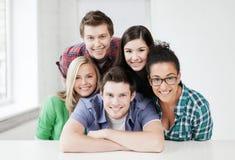 Grupp av studenter på skolan Royaltyfri Bild