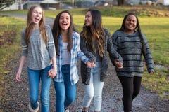 Grupp av sunda lyckliga barn som går och rymmer händer medan Royaltyfria Bilder