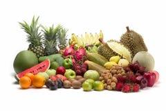 Grupp av thai frukt på vit bakgrund Arkivbild