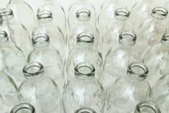 Grupp av tomma glasflaskor Arkivfoto