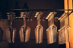 Grupp av tomma vinexponeringsglas Royaltyfri Foto