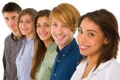 Grupp av tonåringar arkivbilder
