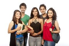 Grupp av tonåringdeltagaren royaltyfri bild