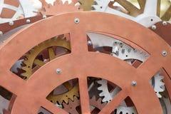 Grupp av träkugghjulet och kuggar, begrepp av arbetekugghjulmekanismen, närbildsikt arkivbild