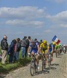 Grupp av tre cyklister Paris-Roubaix 2014 Royaltyfri Foto