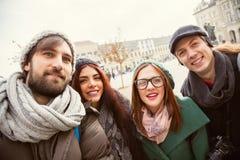 Grupp av turister som tar Selfie Royaltyfri Bild