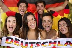 Grupp av tyska sportfotbollfans Arkivbilder