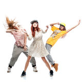 Grupp av unga dansare för femanlehöftflygtur på vit bakgrund Royaltyfria Foton