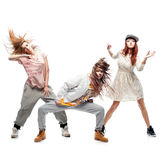 Grupp av unga dansare för femanlehöftflygtur på vit bakgrund Royaltyfri Foto