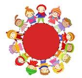 Grupp av ungar på vinter Royaltyfri Bild